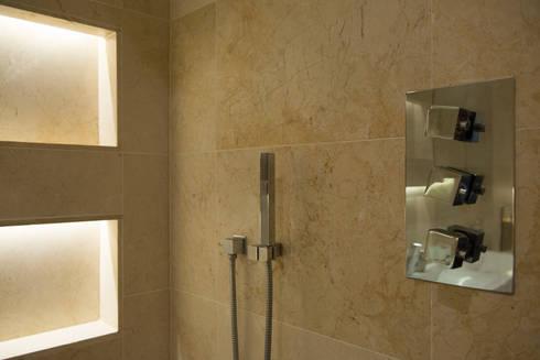 Shower area: modern Bathroom by DDWH Architects