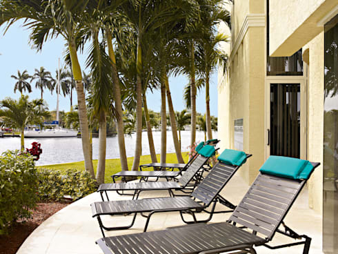 CASA BRUNO tumbonas Reliance para contract: Hoteles de estilo  de Casa Bruno American Home Decor