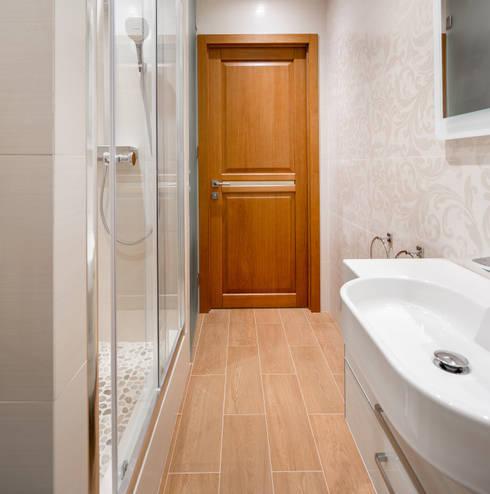 Апартаменты на Бирюзова: Ванные комнаты в . Автор – Дизайн-студия 'Вердиз'