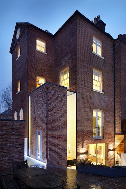Night view from the garden: modern Houses by Fraher Architects Ltd