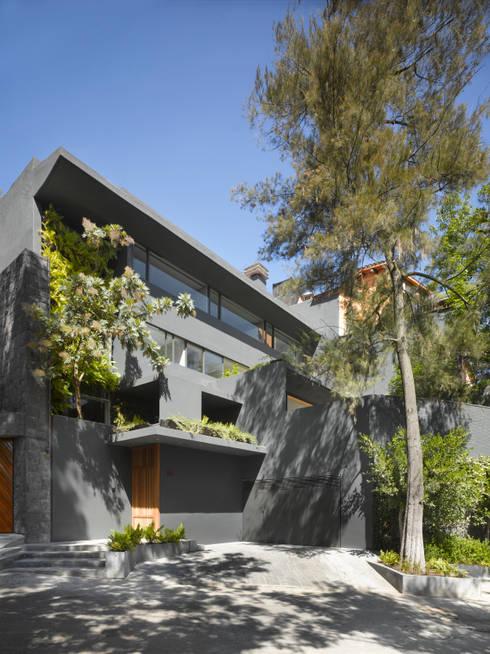 Casa Barrancas: Casas de estilo minimalista por Ezequiel Farca