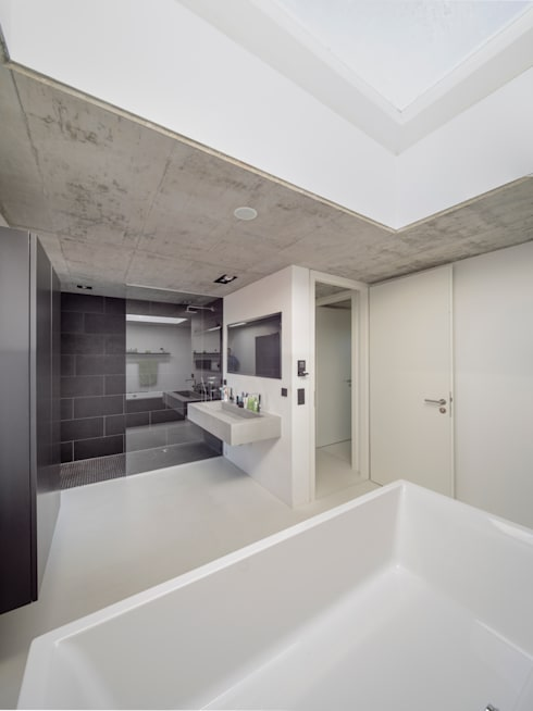Bathroom by Schiller Architektur BDA