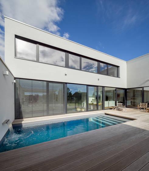 Einfamilienhaus FR12 im Grossraum Stuttgart: moderne Häuser von Schiller Architektur BDA