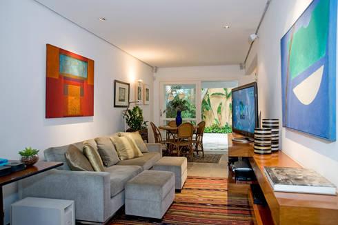 Residência Jardim Europa/SP: Salas multimídia modernas por Renata Romeiro Interiores