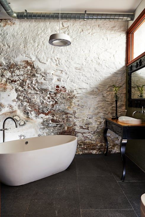 Warehouse Conversion:  Bathroom by Sapphire Spaces