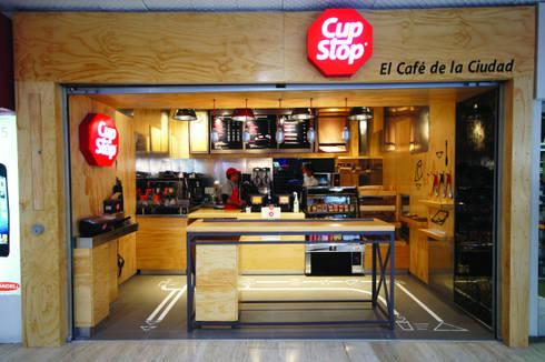 Cup Stop Cafe : Restaurantes de estilo  por Metro arquitectos