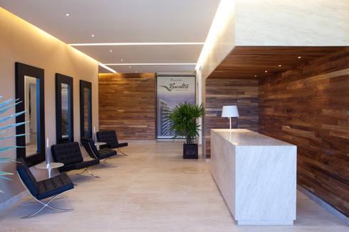 Residencial Vivalto: Pasillos y recibidores de estilo  por Grupo Nodus Arquitectos