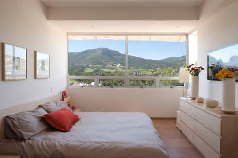Residencial Vivalto: Recámaras de estilo moderno por Grupo Nodus Arquitectos