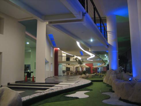 Residencial Aquario: Pasillos y recibidores de estilo  por Grupo Nodus Arquitectos