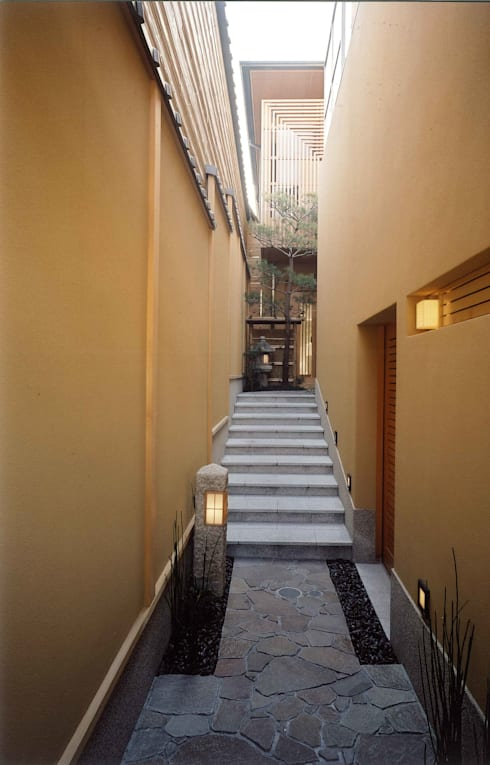 四季を満喫できる和モダンな住宅: 一級建築士事務所 (有)BOFアーキテクツが手掛けた庭です。