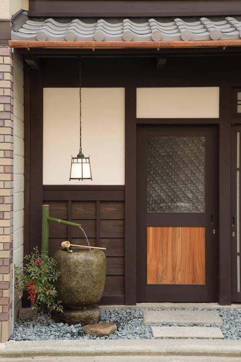 現代に息づく京都の町家: 一級建築士事務所 (有)BOFアーキテクツが手掛けた家です。