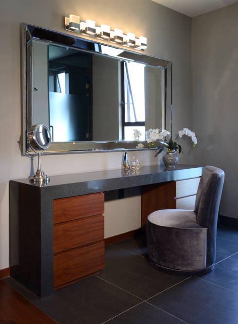 Casas de banho modernas por VICTORIA PLASENCIA INTERIORISMO