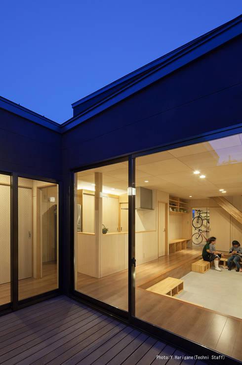 Wohnzimmer von 松岡健治一級建築士事務所