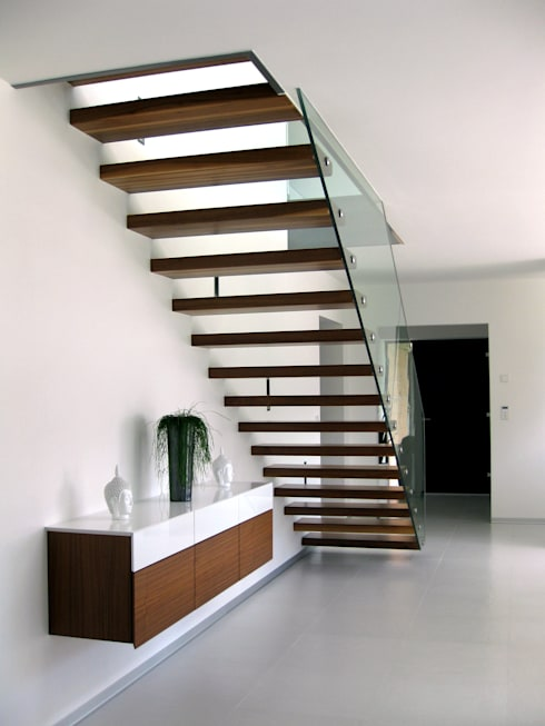 Innenansicht Treppe Einfamilenhaus S.:  Flur & Diele von up2 Architekten