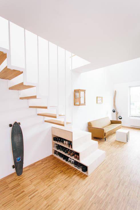 Salones de estilo moderno de Jan Tenbücken Architekt