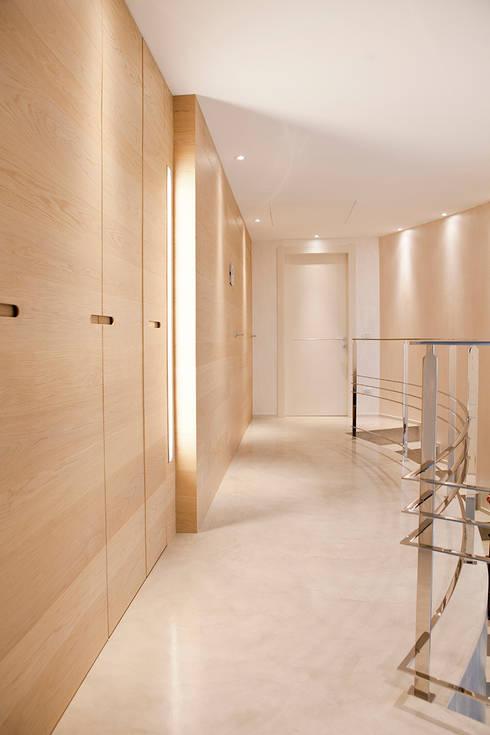 Rovere tinto corda per pavimenti e pareti: Pareti in stile  di Semplicemente Legno