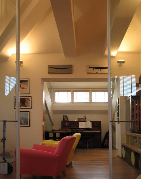 Ruang Keluarga by ARCHITETTO MARIANTONIETTA CANEPA