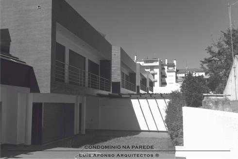 Condomínio Habitacional na Parede - Concelho de Cascais - Lisboa:   por Luís Afonso Arquitectos