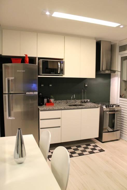 Apartamento de jovem solteiro: Cozinhas  por ciclica arquitetura e urbanismo