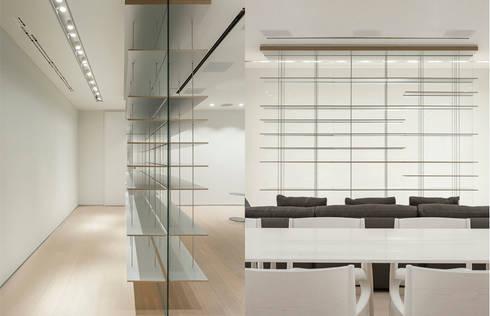 ST. REGIS 2301: Pasillos y recibidores de estilo  por TENTER Arquitectura y Diseño