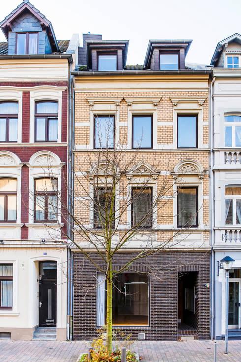 Fassade Strasse:  Häuser von mw-architektin