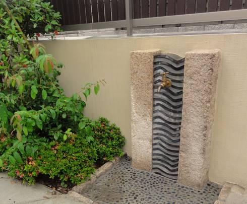 瓦の立水栓: 木村博明 株式会社木村グリーンガーデナーが手掛けた庭です。