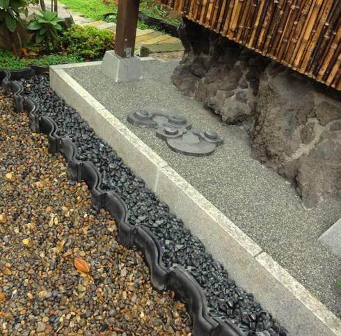 瓦の雨落ち: 木村博明 株式会社木村グリーンガーデナーが手掛けた庭です。