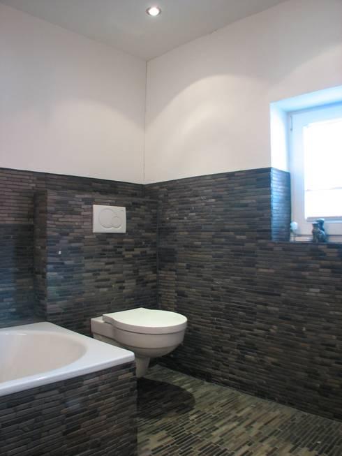 Revitalisierung Haus Z. Marburg:  Badezimmer von kg5 architekten