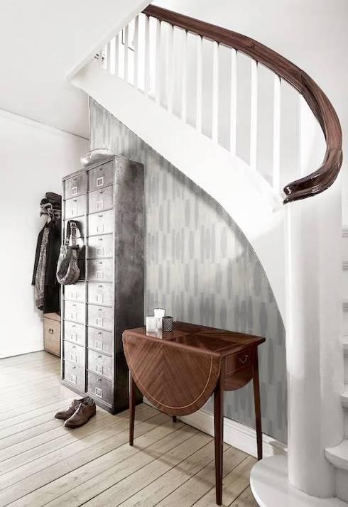 Vestíbulos, pasillos y escaleras de estilo  de Casa Feten