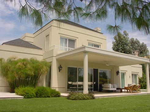 Exteriores de junor arquitectos homify for Casas modernas clasicas