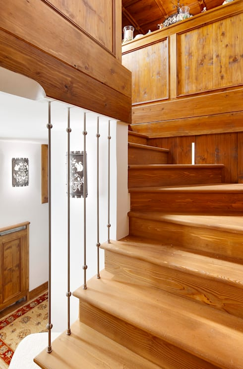 rustic Corridor, hallway & stairs by Ambra Piccin Architetto