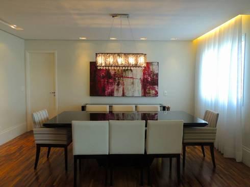 Mesa de Jantar: Salas de jantar modernas por Adriana Pierantoni Arquitetura & Design
