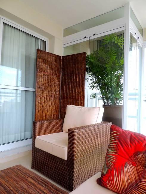 Terrazas de estilo  por Adriana Pierantoni Arquitetura & Design