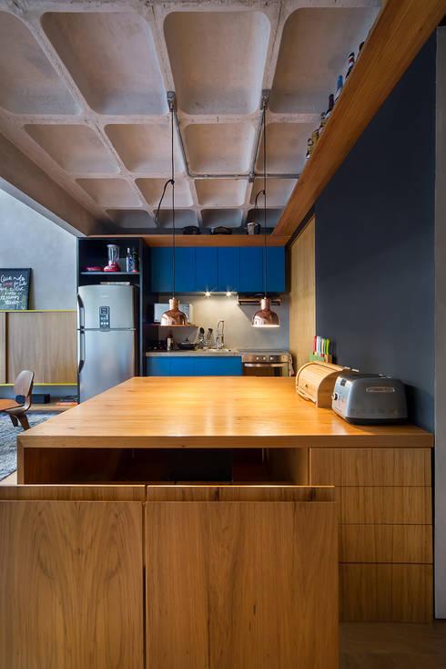 apto cobre/blue: Cozinhas modernas por Casa100 Arquitetura