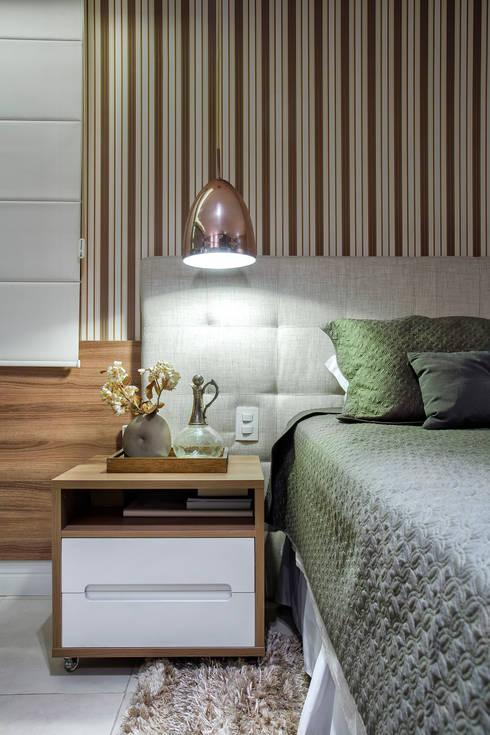 Projekty,  Sypialnia zaprojektowane przez Adriana Pierantoni Arquitetura & Design