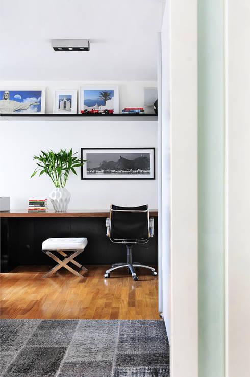 MOEMA/SP: Escritórios  por Thaisa Camargo Arquitetura e Interiores
