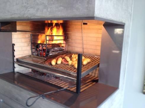 CASA KICHLER: Cozinhas modernas por MARTIN arquitetura + engenharia