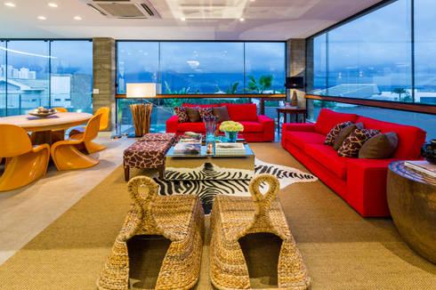 Phòng khách by IE Arquitetura + Interiores