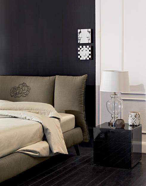 PASSION FOR DETAILS: Camera da letto in stile  di OGGIONI - The Storage Bed Specialist