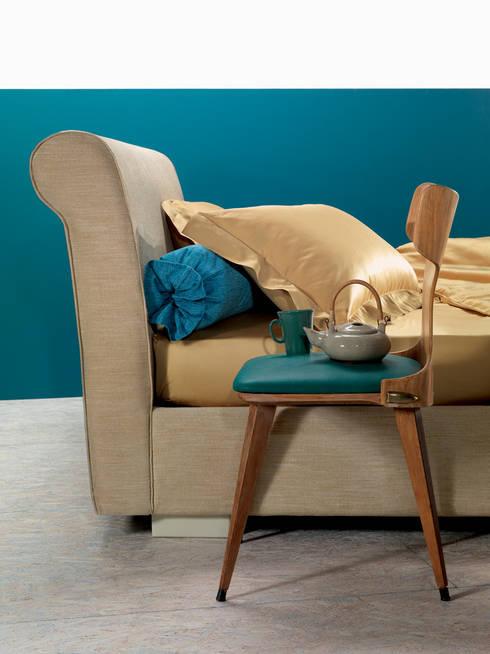 PASSION FOR DETAILS: Camera da letto in stile in stile Classico di OGGIONI - The Storage Bed Specialist