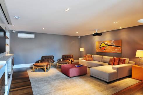 Arquitetura e Interiores: Salas multimídia modernas por BRENO SANTIAGO ARQUITETURA E INTERIORES