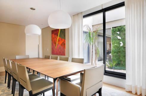 Arquitetura e Interiores: Salas de jantar modernas por BRENO SANTIAGO ARQUITETURA E INTERIORES