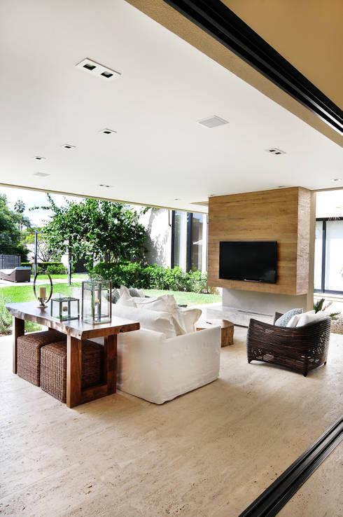 Projekty,  Taras zaprojektowane przez BRENO SANTIAGO ARQUITETURA E INTERIORES