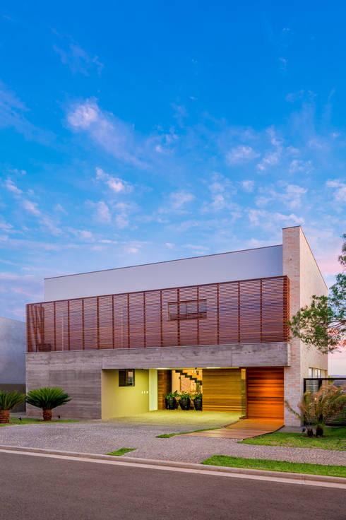 Casas de estilo  por IE Arquitetura + Interiores