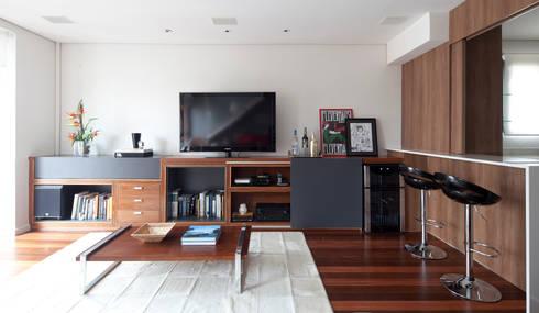 Apartamento Pinheiros: Salas de estar minimalistas por Laranja Lima Arquitetura