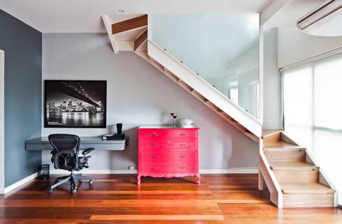 Apartamento Pinheiros: Escritórios  por Laranja Lima Arquitetura