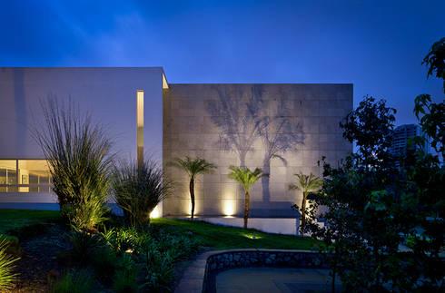C +C FACHADA: Casas de estilo moderno por Micheas Arquitectos