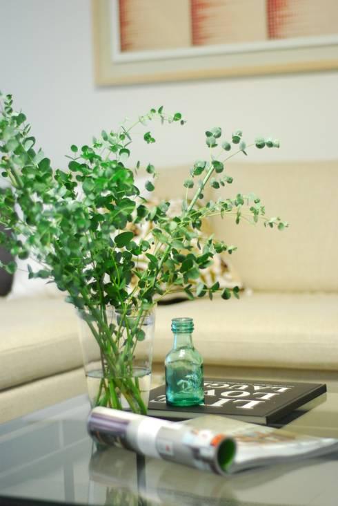 modern Living room by (주)바오미다