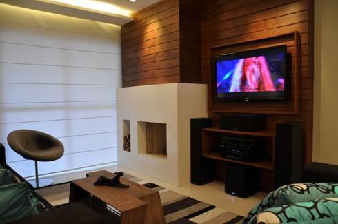 APARTAMENTO DE COBERTURA: Salas de estar modernas por Varinia Schwartz Arquitetura & Interiores
