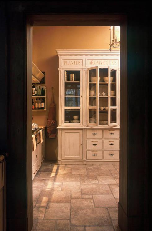 Credenza: Cucina in stile  di Anna Paghera s.r.l. - Interior Design